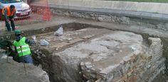 Hallan restos humanos de época musulmana en el entorno de la Catedral