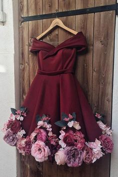 Find Short Prom Dresses For Sweet High School Prom, Graduation or Wedding Party? Come Here to Buy Off Shoulder Appliques Burgundy Homecoming Dresses Short Prom Dresses that speaks to you and your unique personality. Burgundy Homecoming Dresses Short, Mini Prom Dresses, Flower Dresses, Pretty Dresses, Evening Dresses, Sexy Dresses, Short Dresses, Girls Dresses, Elegant Dresses