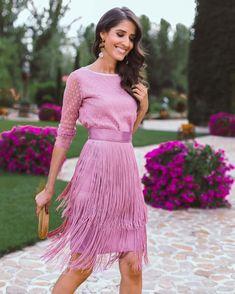 "4,562 Me gusta, 87 comentarios - Sandra Majada (@invitada_perfecta) en Instagram: ""@segadecastro dice que este look con conjunto de falda de flecos y blusa plumeti de…"" Modest Outfits, Classy Outfits, Chic Outfits, Fashion Outfits, Evening Outfits, Evening Dresses, Jumpsuit Dress, Dress Skirt, The Dress"