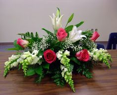 Floral Design: Class Casket Sprays for cabinet or middle of desk Contemporary Flower Arrangements, Creative Flower Arrangements, Beautiful Flower Arrangements, Beautiful Flowers, Funeral Floral Arrangements, Church Flower Arrangements, Silk Flower Arrangements, Deco Floral, Arte Floral