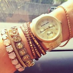 pulseiras com banho de ouro, couro, e pedrarias