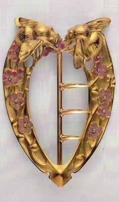 An Art Nouveau gold and enamel 'Bees' belt buckle, by Henri Vever, circa 1907. Musée des Arts Décoratifs. Source: René Lalique Exceptional Jewellery 1890 - 1912.