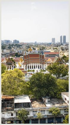 Uitzicht over Bangkok vanaf de Temple of the Golden Mount. Bangkok Thailand, Paris Skyline, Mansions, House Styles, Home, Temples, Manor Houses, Villas, Ad Home
