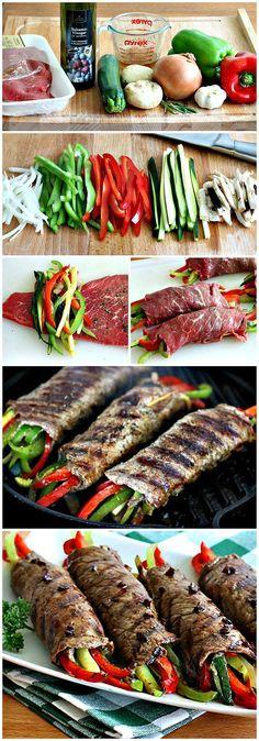 Enrollados de bistecks rellenos con tiras de pimentón rojo y verde, hongos, cebolla y pepino glaseados con vinagre balsámico