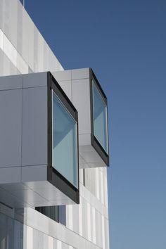 Madrid, España - Technal en la nueva Comisaría Fuencarral-El Pardo / VOLUAR Arquitectura (3) - http://www.plataformaarquitectura.cl/2012/06/03/technal-en-la-nueva-comisaria-fuencarral-el-pardo-voluar-arquitectura/#