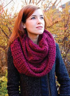I'm going to start working on this for a Christmas gift...here's a site with a free pattern!  http://www.camfordonline.ca/stockholm_scarf.pdf