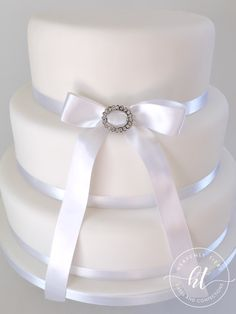 We produces delicious handmade and beautifully decorated cakes and confections for weddings, celebrations and events. Handmade Wedding, Celebration Cakes, Celebrity Weddings, Heavenly, Cake Decorating, Wedding Cakes, Celebrities, Accessories, Beauty