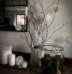 """Dani on Instagram: """"[MINIROSETTEN] ...und hier jetzt die Minis in Action ! Ein Teil der Weihnachtsdeko ist schon weggepackt - meistens ist mir das Gedöns…"""" Dani, Glass Vase, Photo And Video, Instagram, Home Decor, Ceiling Medallions, Decoration Home, Room Decor, Interior Decorating"""