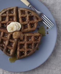 A gluten-free waffle made with almond butter and almond meal and adaptable to be vegan-friendly and dairy-free. From Dietitian Nutritionist McKel Hill. Vegetarian Breakfast, Eat Breakfast, Healthy Breakfast Recipes, Breakfast Ideas, Healthy Meals, Healthy Waffles, Gluten Free Waffles, Homemade Almond Butter, Belgium Waffles