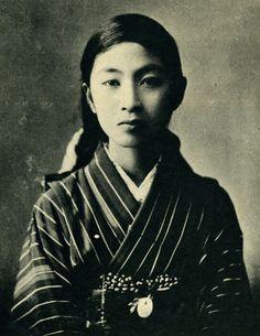 Futaba High school 雙葉高等学校 student portrait - Japan - 1919 Source Twitter @oldpicture1900