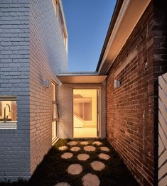 World Architecture Community News - Atelier Red+Black built white Cascade House that features different patterns of brick in Melbourne Urban Heat Island, Brick Detail, Brick Architecture, Brick Facade, Large Backyard, Love Garden, Sundial, Australian Homes, Different Patterns