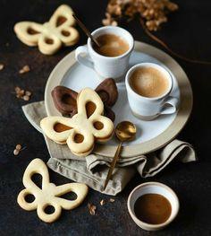 Coffee Drinks, Coffee Cups, Turkish Coffee, Chocolate Coffee, Coffee Time, Bakery, Tableware, Desserts, Food