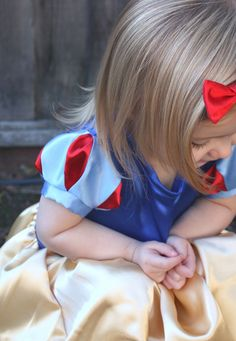Snow White sleeves tutorial. This is really easy to follow, and my costume turned out perfectly!