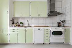 Mint green 50's kitchen, Göteborg, Sweden #mint #green #50s #retro #kitchen #Sweden