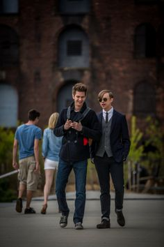 Peter and his best friend Harry, :( oh why did Harry have to become the goblin? Peter lost everything :(
