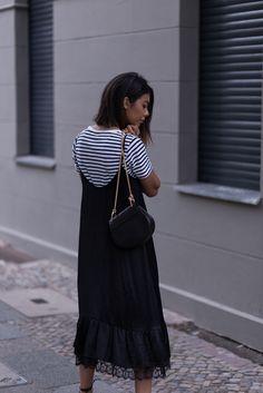 theadorabletwo_chloé_drew_bag_Zara_Kleid_schwarz_sptze_cos_streifenshirt_Mango_sandaletten_berlin_black_slip_dress