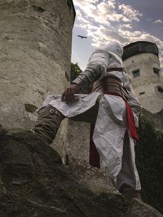 Valentin K. als Altaïr Ibn-La'Ahad aus Assassin's Creed. Assassins Creed Outfit, Assassins Creed Funny, Assassins Creed Series, Assessin Creed, Awesome Cosplay, Best Cosplay, Dynasty Warriors, Samurai Warrior, Assassin