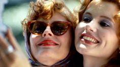 Susan Sarandon and Geena Davis, 'inventors of the selfie,' recreate 'Thelma  Louise' pic