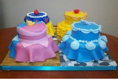 Princesses Photo: Disney Princess Cakes I wonder if it would be possible to do this with Elsa and Anna's dresses as inspiration.