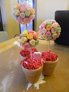 These are cute. Simply Crafty: Sweetheart Topiary