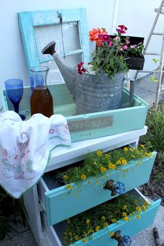 Mod Vintage Life: Mod Mix Monday - potting bench, garden table from old chest - note water faucet drawer pulls Recycled Furniture, Garden Furniture, Outdoor Landscaping, Outdoor Decor, Outdoor Ideas, Outdoor Spaces, Outdoor Potting Bench, Hippie Garden, Garden Table