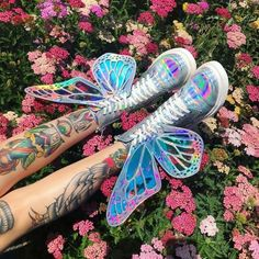 holographic nails Butterfly Holographic Boots got ya lookin like a pretty lil electro fairy! Holographic Boots, Holographic Fashion, Kawaii Shoes, Kawaii Clothes, Aesthetic Shoes, Aesthetic Clothes, Dream Shoes, Cute Shoes, Designer Shoes