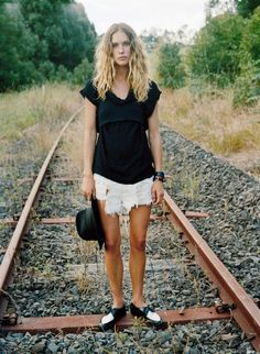 25 street style photographs featuring stylish women wearing oxford shoes paired with boyfriend jeans, leather leggings, shorts, and skirts. Spring Street Style, Spring Summer Fashion, Rocker Chick, Erin Wasson, Boyfriend Jeans, Gorgeous Women, Editorial Fashion, Outfit Of The Day, Nice Dresses