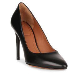 Classic 100 black leather pump,