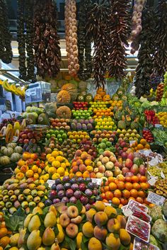 Fruits And Veggies, Vegetables, Fruit Shop, Fruit And Veg Market, Street Food Market, Barcelona, Fruit Picture, Deco Nature, Beautiful Fruits