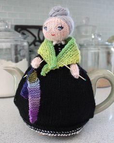 ❇Crochet Tea Cosies, Kaffee und Tee Tasse und Becher Snugs and Hugs alte Dame von . Tea Cosy Knitting Pattern, Knitting Patterns, Crochet Patterns, Scarf Patterns, Knitting Projects, Crochet Projects, Knitting Tutorials, Teapot Cover, Knitted Tea Cosies