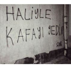 Ve haliyide tanımıyorum. Text Quotes, Wall Quotes, Mood Quotes, Big Words, Cool Words, Coffee Words, Street Graffiti, Funny Times, Small Letters