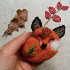 🌲🌿🌲  #needlefelted #fox #brooch 🍃   #brooches #needlefelting #felting #woolfelting #fiberart #handcraft #foxes #cute #etsyseller #etsyshop #etsyfinds #etsystore #revonvilla #woodland #natureinspired #nature #rintaneula #huovutus #neulahuovutus #villa #kettu #ketut #metsänasukit
