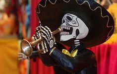 """#Messico, Cimiteri alla fine del #viaggio - La """"Noche de Muertos"""" dell'escursione messicana riguardava proprio la visita ai Cimiteri più importanti del paese e la descrizione delle tradizioni (riti, cibi, persino scherzi...) messi in atto nelle festività che commemorano i defunti"""