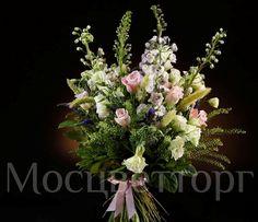 Components: Rose mauve - 10; Lakstur white - 5, Delphinium - 7; Setareh - 10; Veronica - 10; Thlaspi - 30; Eustoma, Salal; Package.  Состав: Роза розово-сиреневая - 10; Лакстур белый - 5; Дельфиниум - 7; Сетария - 10; Вероника - 10; Ярутка - 30; Эустома; Салал; Упаковка.