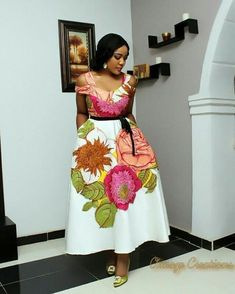 Look Stunning, Slinky & Hot With The Latest Kente Styles African Print Dresses, African Dresses For Women, African Print Fashion, Africa Fashion, African Wear, African Attire, African Fashion Dresses, African Women, Ghanaian Fashion