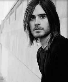 Oh Jared Leto, I see you've come to see me and just as I like you....with long hair.  YUMMM