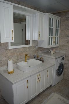 Bathroom, Decoration with gold color, Bathroom cabinet, Bathroom countertops, . Counter Top Sink Bathroom, Sink Countertop, Bathroom Countertops, Bathroom Interior, Modern Bathroom, Interior Design Living Room, Small Bathroom, Master Bathroom, Design Your Home