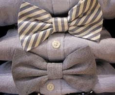 Just saw this pin with one shirt and different bow ties and thought it could be a fun idea for a casual wedding. All the groomsmen with a different bow tie, just coordinating colors. Mens Fashion Blog, Fashion Mode, Fashion Menswear, Fashion News, Style Fashion, Sharp Dressed Man, Well Dressed Men, Der Gentleman, Southern Gentleman