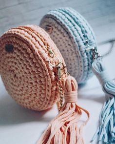 Crochet Cute Bags, Beach Bag, and Handbag Image Pattern for 2019 - Daily Crochet! Crochet Cute Bags, Beach Bag, and Handbag Image Pattern for 2019 - Daily Crochet! Crochet Clutch, Crochet Handbags, Crochet Purses, Crochet Bag Tutorials, Crochet Patterns, Crochet Ideas, Crochet Accessories, Bag Accessories, Mode Crochet