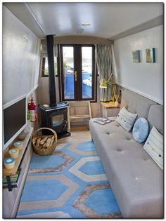 30 Amazing Houseboat Interiors Design - Page 30 of 30 Barge Interior, Interior Design, Yacht Interior, Canal Boat Interior, Trailers, Narrowboat Interiors, Houseboat Living, Houseboat Ideas, Living On A Boat