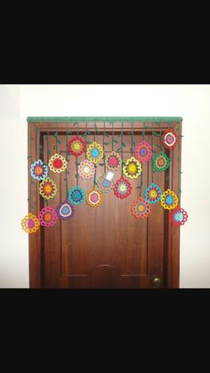 Ideas for crochet summer garland granny squares Crochet Leaf Patterns, Crochet Doily Rug, Crochet Garland, Crochet Curtains, Crochet Leaves, Crochet Decoration, Crochet Home Decor, Crochet Crafts, Crochet Stitches