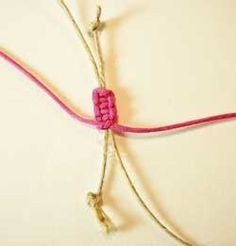 diy bracelets On the underside of your square knot sennit, tie a tight overhand knot. Hemp Jewelry, Jewelry Knots, Bracelet Knots, Bracelet Crafts, Bracelet Making, Jewelry Making, Amber Jewelry, Jewellery, Diy Jewelry