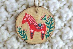 Hand Painted Ornaments, Wooden Ornaments, Ornaments Design, Holiday Ornaments, Christmas Love, Christmas Holidays, Christmas Things, Christmas Crafts, Diy Cadeau Noel