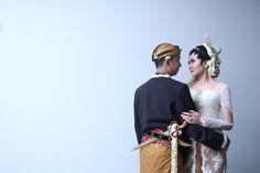 A Beautiful Javanese Wedding Of Childhood Sweethearts | http://www.bridestory.com/blog/a-beautiful-javanese-wedding-of-childhood-sweethearts
