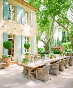 Outdoor Dining, Outdoor Spaces, Outdoor Decor, Provence Garden, Provence France, Diy Exterior, Style Me Pretty Living, Best Decor, Shade Trees