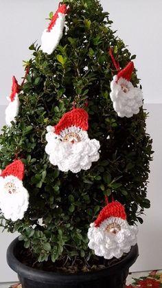Artigos de Natal em crochê para decorar sua árvore de Natal.