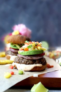 Easy grilled burgers with pineapple relish on top of a spicy aioli. Enjoy this juicy hamburger recipe at your next summer BBQ! Easy grilled burgers topped with pineapple salsa and spicy aioli. Enjoy this juicy hamburger recipe at your next summer BBQ! Juicy Hamburger Recipe, Hamburger Seasoning, Hamburger Recipes, Grilled Chicken Recipes, Grilled Food, Spicy Aioli, Pineapple Salsa, Grilling Recipes, Smoothie Recipes