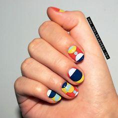 Mod, multicolor printed mani