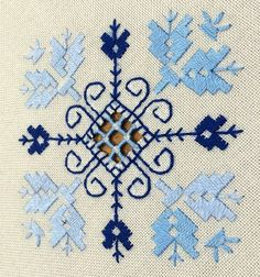 MANTEL LAGARTERA 11 Más Hardanger Embroidery, Cross Stitch Embroidery, Blackwork, Bargello, Straight Stitch, Needlework, Embroidery Designs, Projects To Try, Kids Rugs
