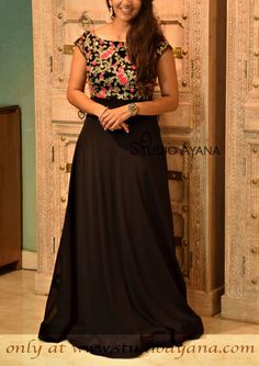 Handcrafted ladies gowns Black Glitter - Handcrafted ladies gown from House of Ayana! Party Wear Indian Dresses, Gown Party Wear, Indian Gowns Dresses, Long Gown Dress, Frock Dress, Designer Anarkali Dresses, Designer Dresses, Long Dress Design, Kalamkari Dresses